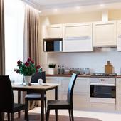 Кухня-гостиная с котом и пионами