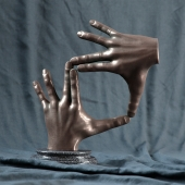 Статуэтка - бронзовые руки