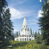 Церковь в лесу