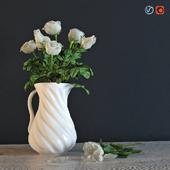 Белые розы в кувшине