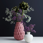 Bouquets in pink and white vases