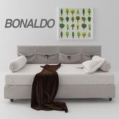 Bonaldo Pongo bed with pillows