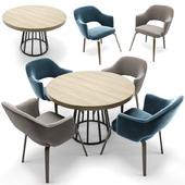 Eero Saarinen Executive Chair Woodlegs & Round Table