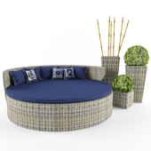 Braided round chaise longue and flowerpot with tuya