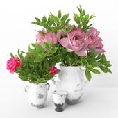 Vase lutos with peony