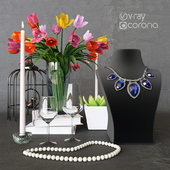 Decorative set with flowers and necklace