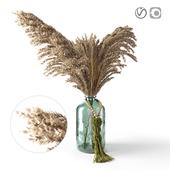 Decorative pampas in a glass jar