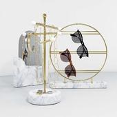 Набор из подставок для украшений и очков с зеркалом.